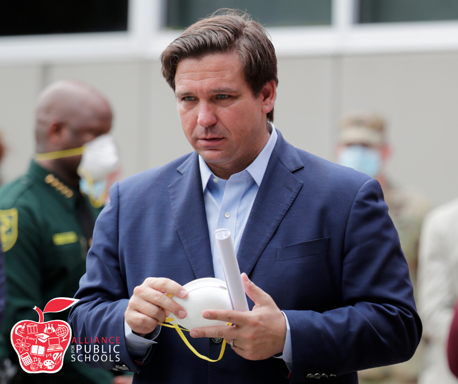 Gov. DeSantis wears a mask